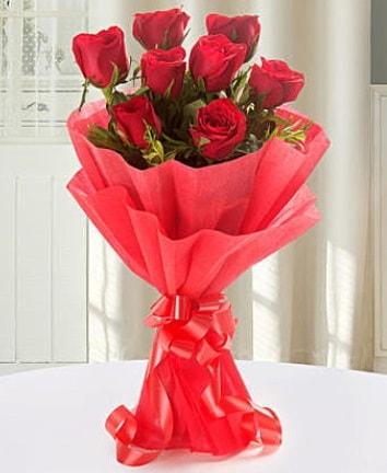 9 adet kırmızı gülden modern buket  Bayburt İnternetten çiçek siparişi