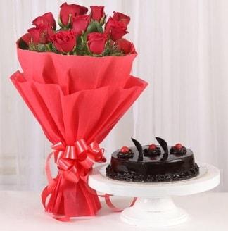 10 Adet kırmızı gül ve 4 kişilik yaş pasta  Bayburt internetten çiçek satışı