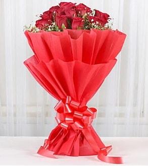 12 adet kırmızı gül buketi  Bayburt hediye çiçek yolla