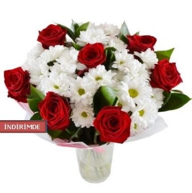 7 kırmızı gül ve 1 demet krizantem  Bayburt çiçek gönderme sitemiz güvenlidir